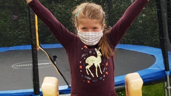 Bürgerstiftung Neumarkt Kind mit Stoffmaske
